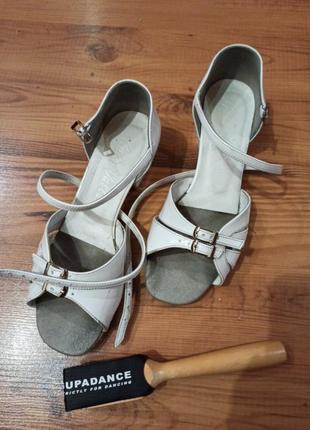 Туфли бальные с щеткой