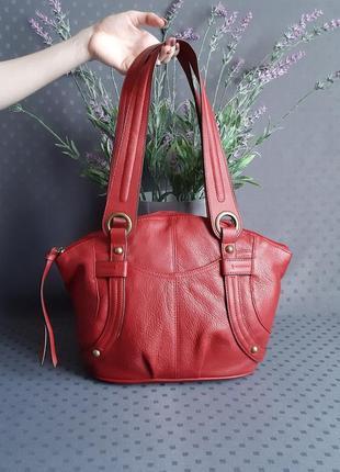 Кожаная красивая крвсная сумка фирмы tignanello в новом состоянии