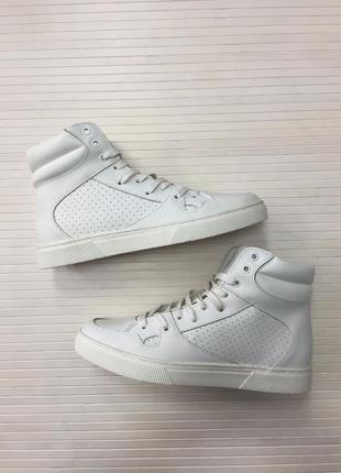 Белые кожаные высокие кроссовки (унисекс) от moss copenhagen.