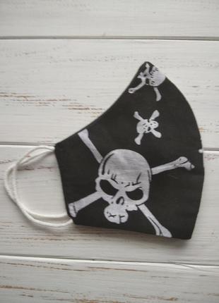 Маска черная с черепом тканевая хлопковая многоразовая защитная