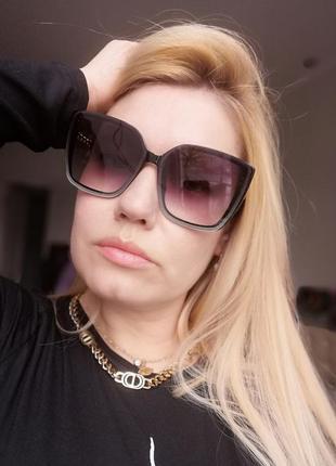 Стильные чёрные солнцезащитные женские очки с дужкой в виде цепи