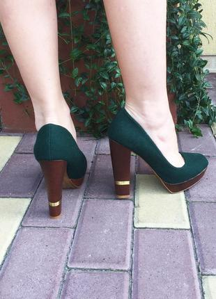 Темно-зеленые туфли на платформе