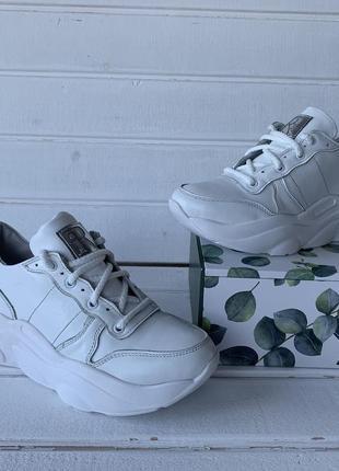Кроссовки кожаные белые