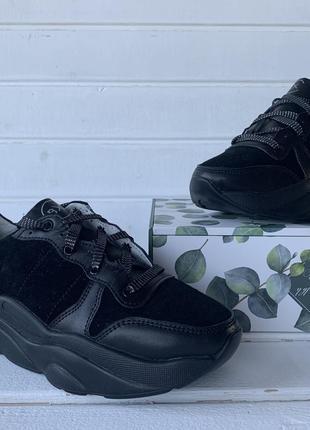 Кроссовки чёрные кожаные