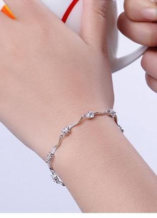 Очень красивый посеребренный браслет цирконы серебристый