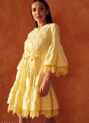 Желтое свободное платье с кружевом gr