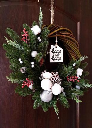 Новогодний рождественский венок на дверь