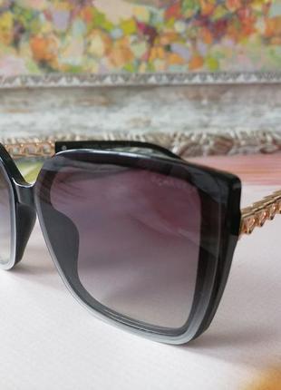 Трендовые чёрные солнцезащитные женские очки дужка цепь