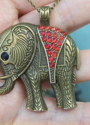 Кулон-слон с красными кристаллами на цепочке под бронзу