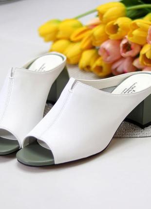 Женские шлепки на каблуке