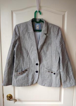 Стильный льняной пиджак в полоску