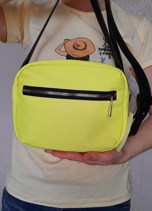 Яркая кислотная желтая сумка через плечо текстиль и полиуретан шелковая