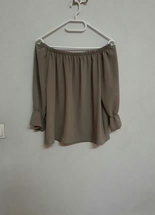 Блузка на плечи с открытыми плечами оливкового цвета