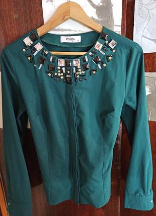 Рубашка с украшением на воротнике