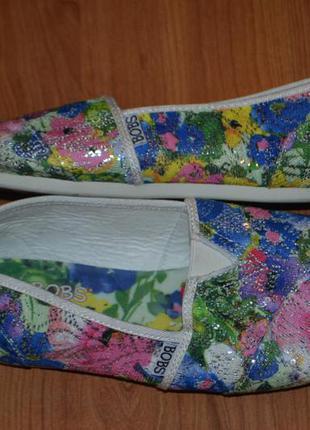 Чудесные цветочные макасы skechers
