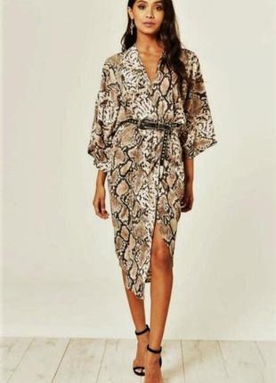 Красивое платье-кимоно в змеиный принт