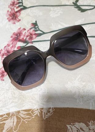 Модные очки солнцезащитные под ретро
