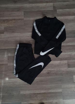 Спортивний костюм nike dri fit big logo swoosh