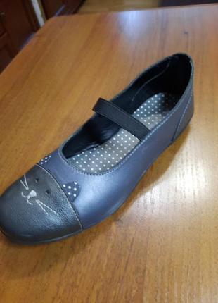Туфлі на дівчинку vertbaudet 35 розмір нові