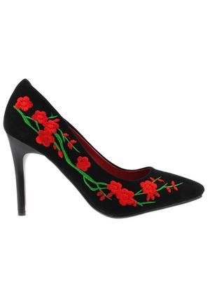 Женские замшевые черные туфли лодочки с вышивкой с цветами на каблуке шпильке