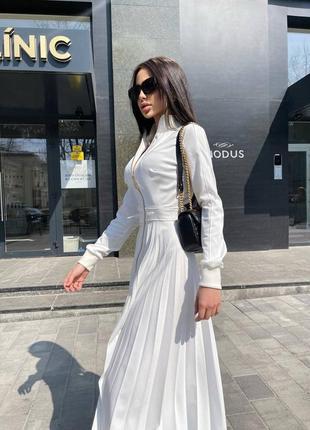 Роскошное белое платье миди с юбкой плиссе