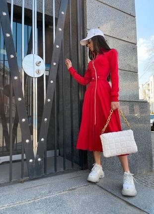 Роскошное красное платье миди с юбкой плиссе