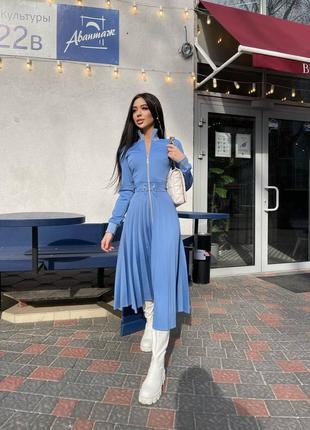 Роскошное синее платье миди с юбкой плиссе
