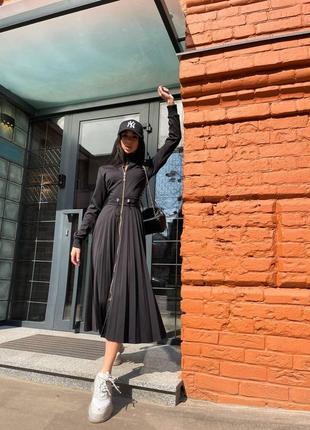 Роскошное чёрное платье миди с юбкой плиссе