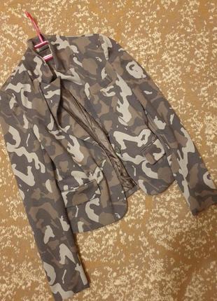 Стильный пиджак камуфляж