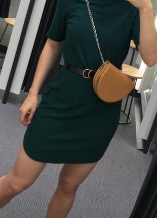 Красивое платье в рубчик изумрудного цвета