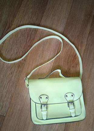 Классная сумка кросс-боди с длинной ручкой.