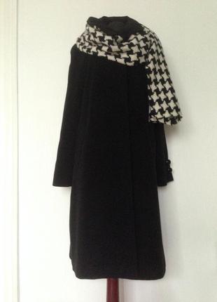Базовое черное пальто.