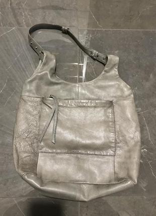 Стильная серая кожаная сумка - мешок