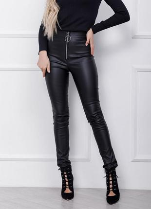 Молодежные черные кожаные леггинсы на молнии