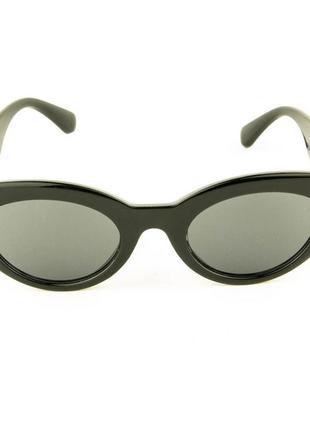 Солнцезащитные очки овальной формы - черные