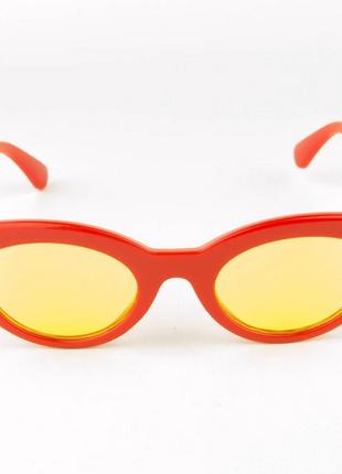 Солнцезащитные очки овальной формы - красные