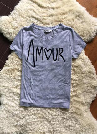 Супер стильная футболка с надписью из бисера