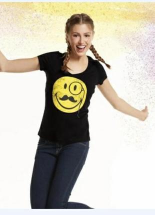 Женская футболка со смайлом
