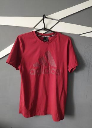 Красная футболка adidas с большим логотипом 2019года
