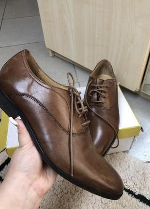 Нові ботинки