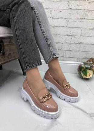 Женские туфли - лоферы пудра на тракторной подошве натуральный лак elina 1-5