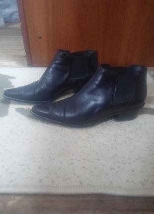Классные черные кожаные демисизонные  ботинки , челси paul green.