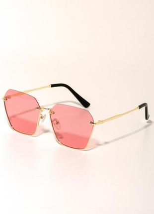 Солнцезащитные очки с цветными линзами