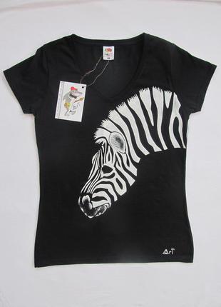 """Стильная черная футболка с арт-принтом """"зебра"""". ручная работа."""
