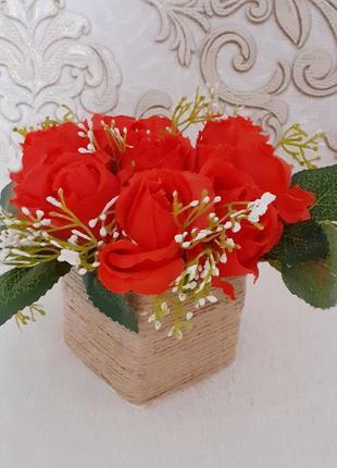Букет троянда червона листочки
