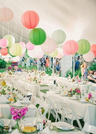 Бумажные шары, японские фонарики из бумаги.