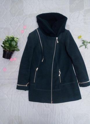 Пальто с вязаным капюшоном на молнии