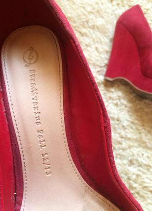 Замшевие красние туфли натуральний замш