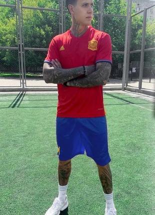 Футбольная форма, футбольная форма сборной испании 2016 года