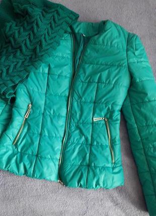 Демисезонная стеганная женская куртка в комплекте с шарфом- хомутом, 46 размера.